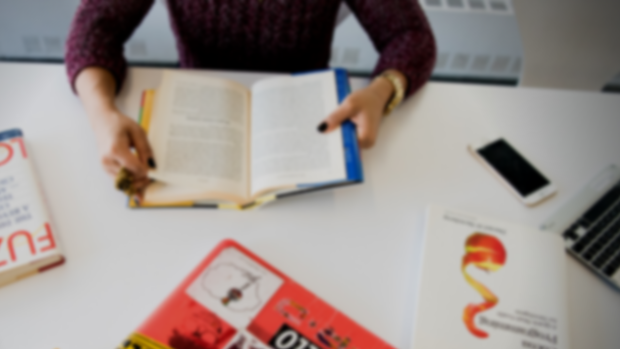 The 8 Best Competitive Intelligence Books to Read Now