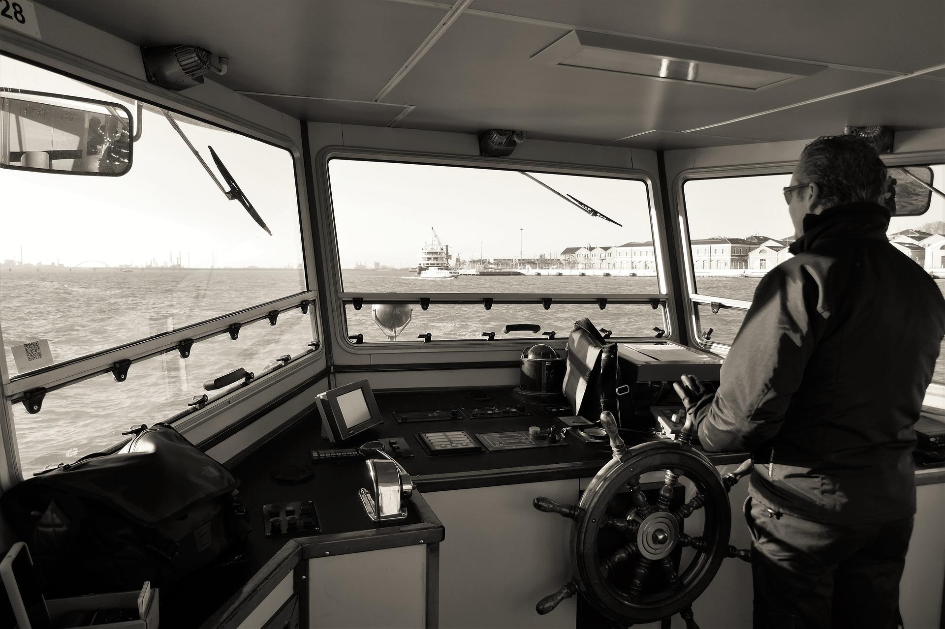 captain-2408590_1920.jpg